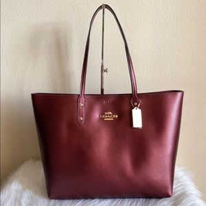 Authentic Coach TOWN Tote (COACH F79983)